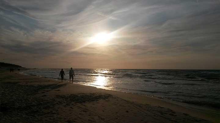 Strandspaziergang an der polnischen Ostseeküste